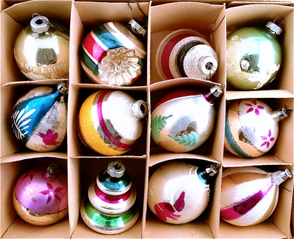 christmas-ornaments-box